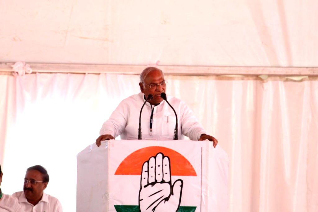 Congress leader Mallikarjun Kharge during a party rally in Dhule, Maharashtra on March 1, 2019.