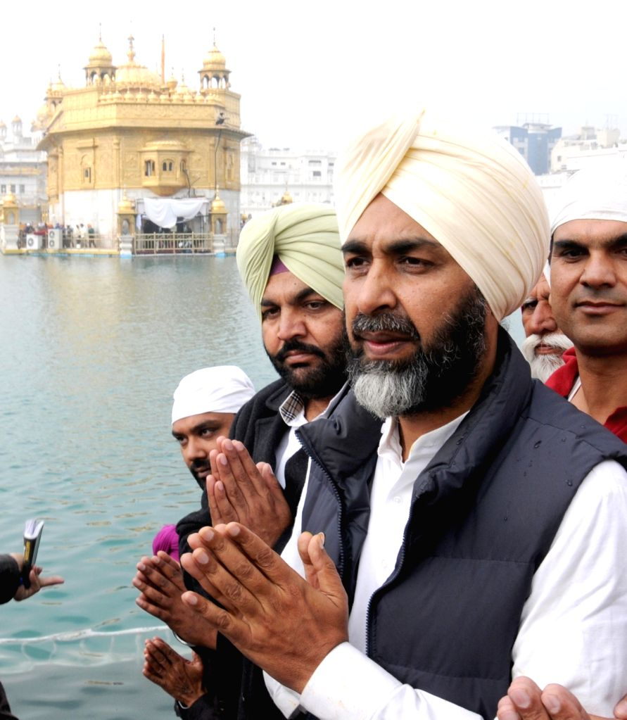Congress leader Manpreet Singh Badal pays obeisance at the Golden Temple in Amritsar, on Jan 18, 2016.