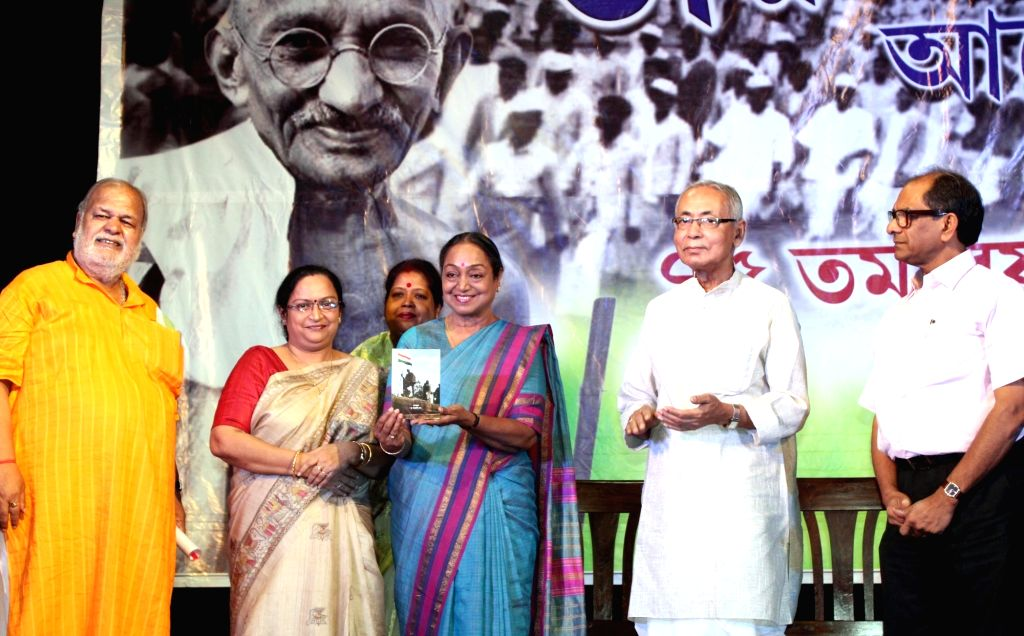 Congress leader Meira Kumar pays tribute to freedom fighters during the 75th Anniversary of the Quit India Movement, in Kolkata on Aug 9, 2017. - Meira Kumar