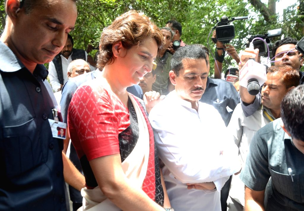 Congress leader Priyanka Gandhi Vadra and her husband Robert Vadra arrive to cast their vote at Sardar Patel Vidyalaya in New Delhi's Lodhi Estate on May 12, 2019. - Priyanka Gandhi Vadra and Sardar Patel Vidyalaya