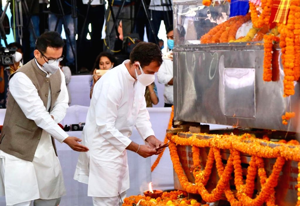 Congress leader Rahul Gandhi accompanied by party MP Gaurav Gogoi, paid his last respect to the veteran Congress leader and Assam's longest serving Chief Minister Tarun Gogoi, at ... - Tarun Gogoi and Rahul Gandhi