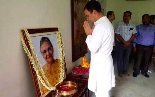 Congress leader Rahul Gandhi pays tributes to late former Delhi Chief Minister Sheila Dikshit, in New Delhi on July 26, 2019. - Sheila Dikshit and Rahul Gandhi