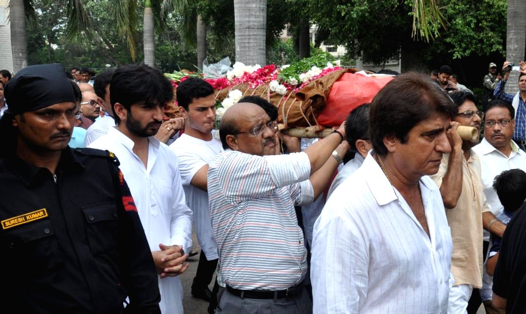 Congress leader Raj Babbar participates in the last rites of 19-years-old Tarishi Jain, who was among the 20 hostages killed in a gruesome terror attack in Dhaka; in Gurgaon on July 4, 2016. - Tarishi Jain
