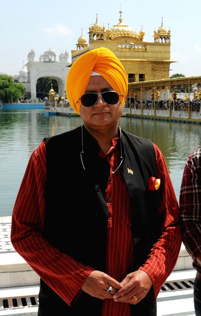 Congress leader Shashi Tharoor pays obeisance at the Golden Temple in Amritsar on Sept 9, 2014.