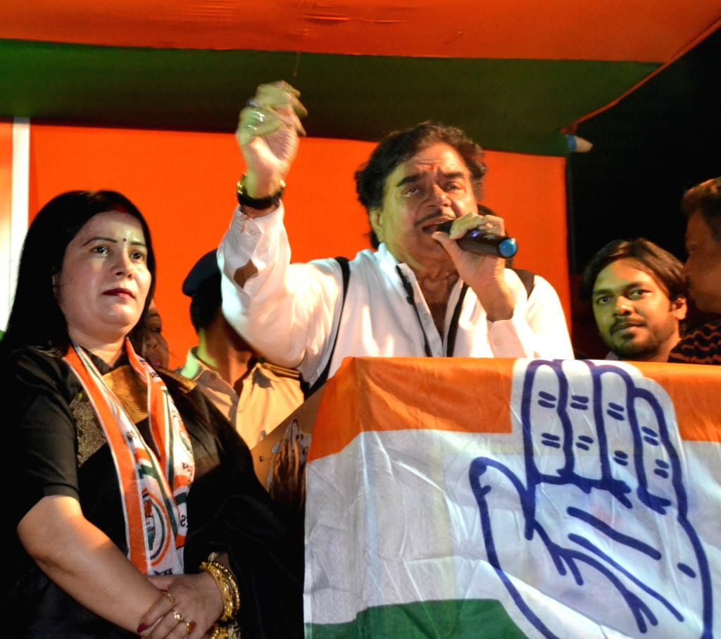 Congress leader Shatrughan Sinha during election rally in Patna on May 11, 2019. - Shatrughan Sinha