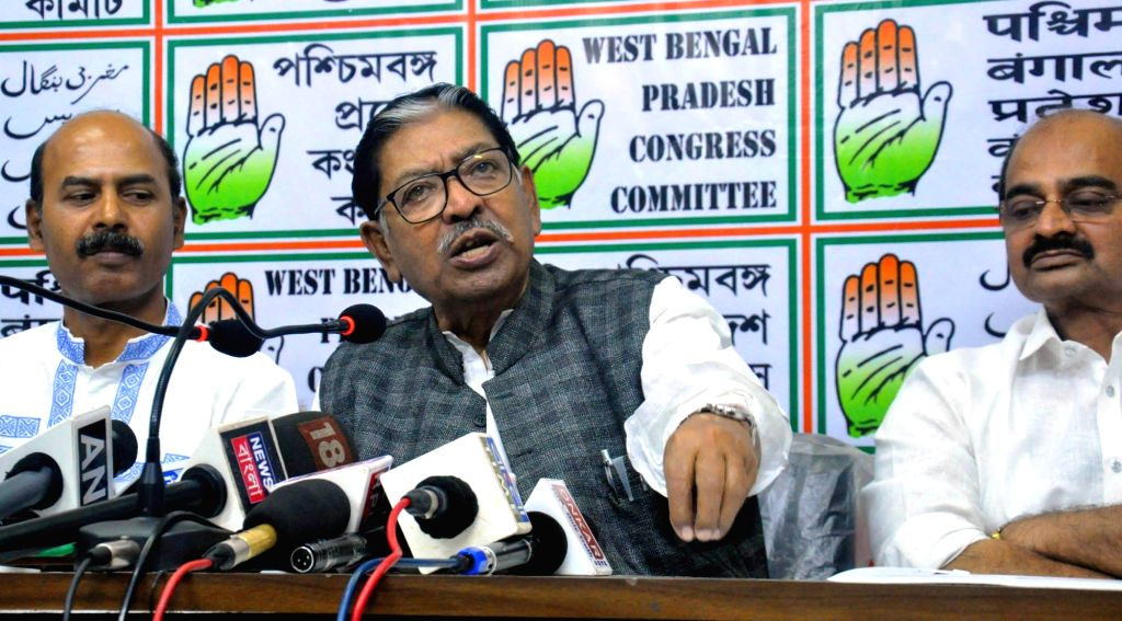 Congress leader Somen Mitra addresses a press conference in Kolkata on Feb 14, 2019.