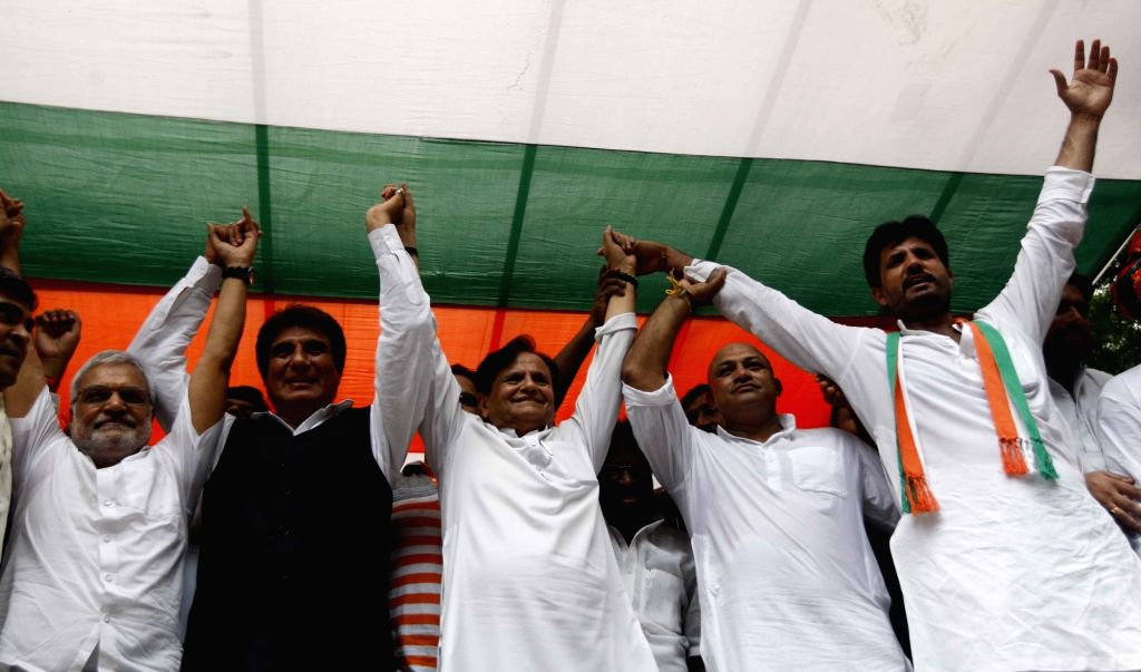 Congress leaders Ahmed Patel and Raj Babbar along with Youth Congress President Amrinder Singh Raja during a protest against Union Government in New Delhi on Aug 10, 2017. - Ahmed Patel and Amrinder Singh Raja