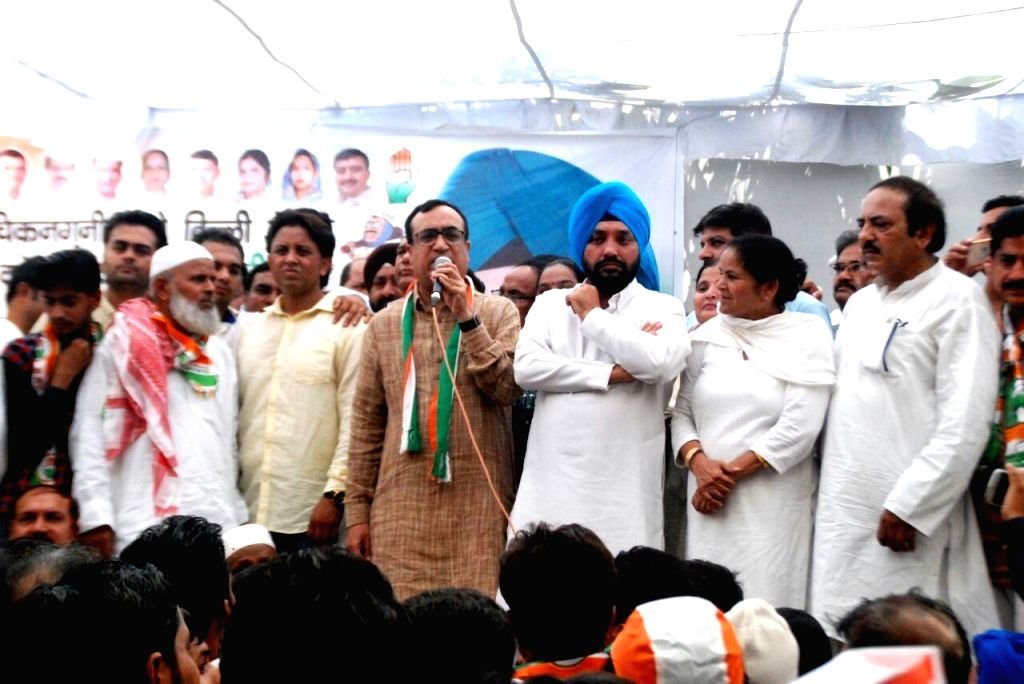 Congress leaders Ajay Maken and Arvinder Singh Lovely during a party rally in New Delhi on Sept 16, 2016. - Arvinder Singh Lovely