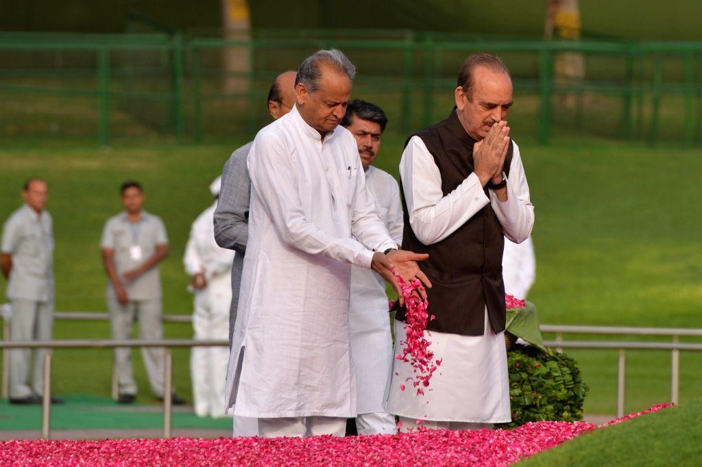 Congress leaders Ghulam Nabi Azad and Ashok Gehlot pay tribute to Former Prime Minister Jawaharlal Nehru on his death anniversary at Shanti Van in New Delhi, on May 27, 2018. - Jawaharlal Nehru