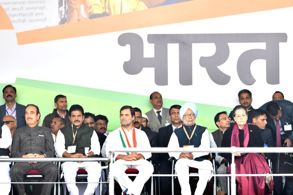 Congress leaders Ghulam Nabi Azad, KC Venugopal, Rahul Gandhi, Manmohan Singh and Sonia Gandhi during 'Bharat Bachao' Rally organised by the party 'against the dictatorship of the BJP ... - Rahul Gandhi, Manmohan Singh and Sonia Gandhi