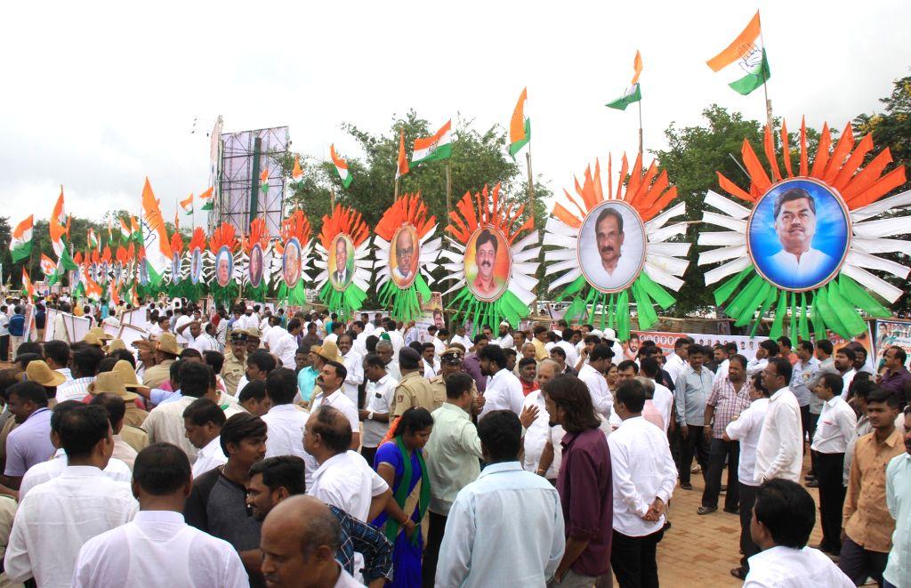 Congress leaders K. C. Venugopal, G. Parameshwara, Siddaramaiah, Dinesh Gundu Rao and Eshwara Khandre at a party programme where Dinesh Gundu Rao and Eshwara Khandre took charge as ... - Dinesh Gundu Rao