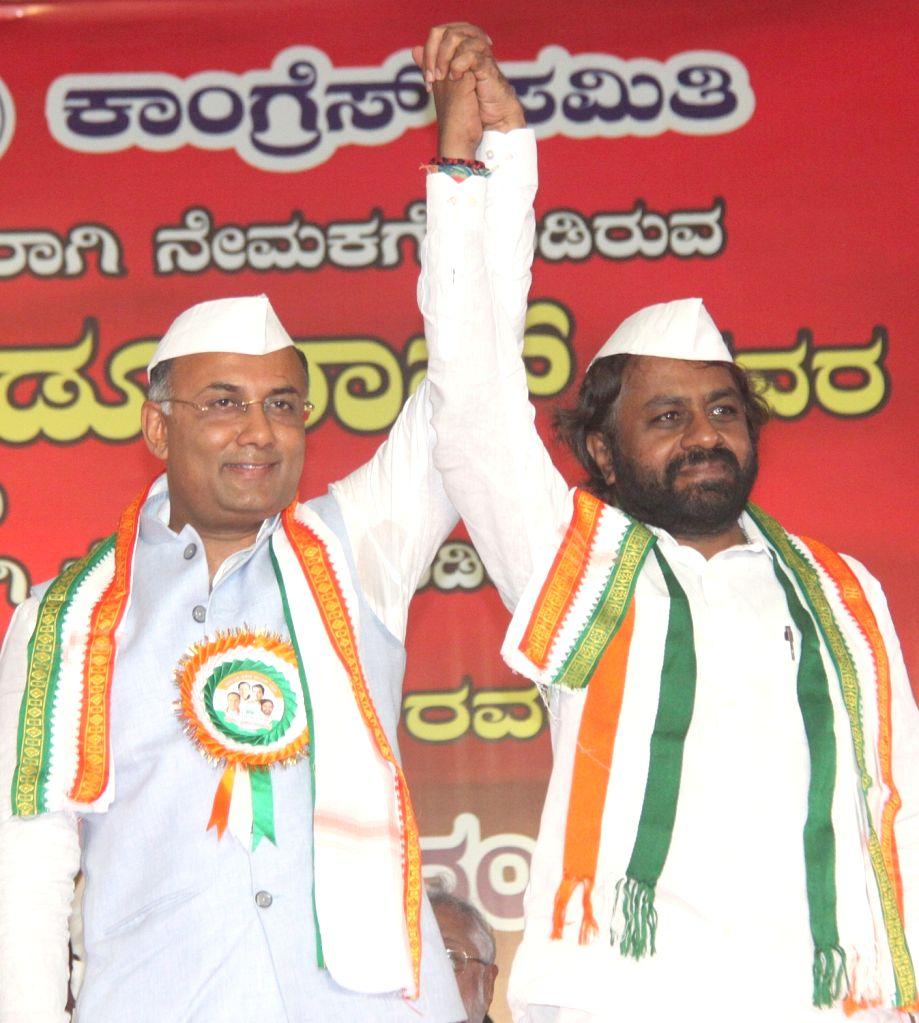 Congress leaders K. C. Venugopal, Siddaramaiah and Dinesh Gundu Rao in a conversation during a party programme where Dinesh Gundu Rao and Eshwara Khandre took charge as Karnataka Congress ... - Dinesh Gundu Rao