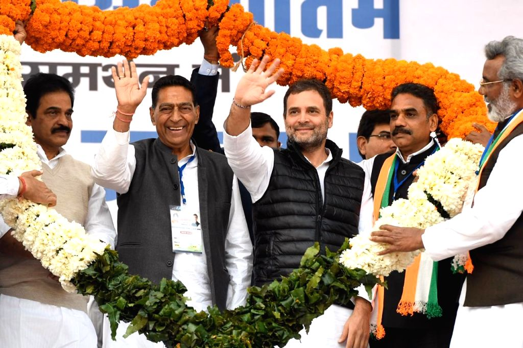 Congress leaders KC Venugopal, Subhash Chopra and Rahul Gandhi at a public meeting organised ahead of the February 8 Delhi Assembly elections, at Delhi's Kondli on Feb 5, 2020. - Subhash Chopra and Rahul Gandhi