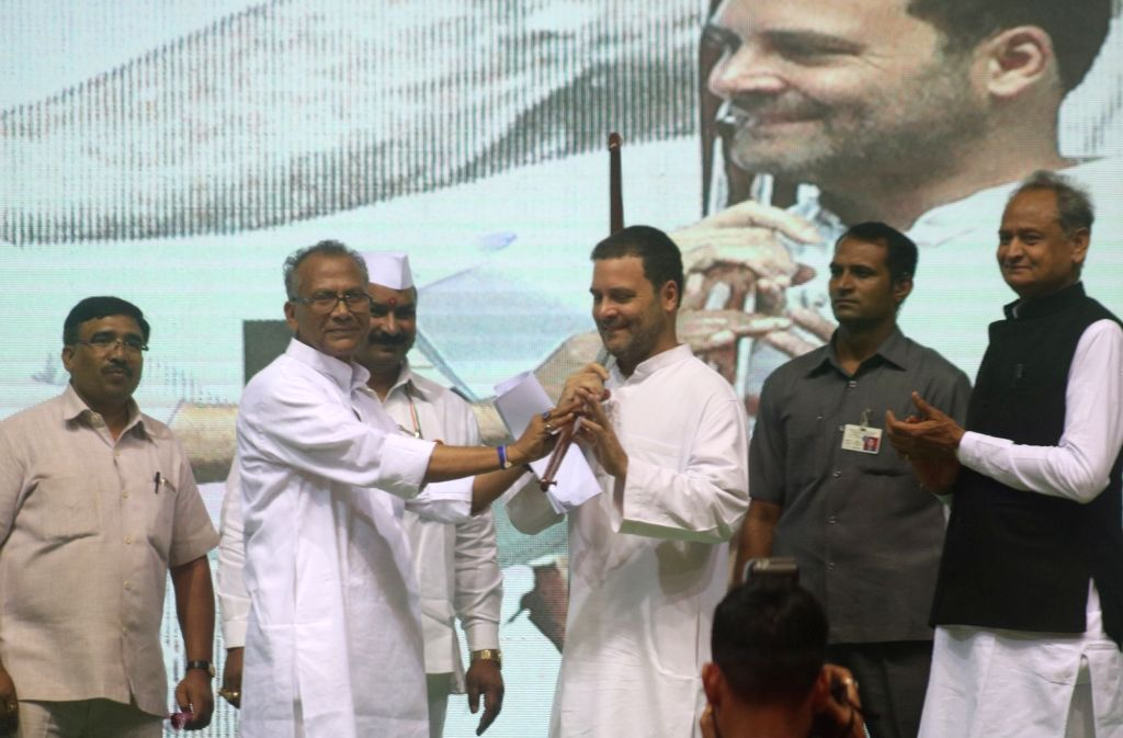 Congress leaders Rahul Gandhi and Ashok Gehlot during an OBC (Other Backward Class) convention, in New Delhi on June 11, 2018. - Rahul Gandhi