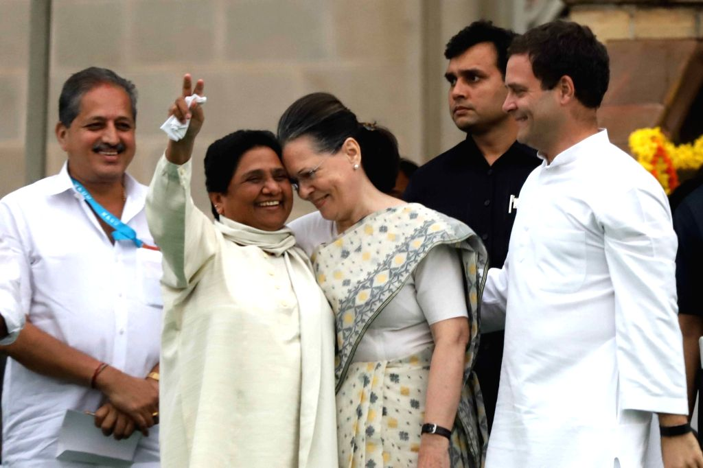 Congress leaders Rahul Gandhi and Sonia Gandhi with BSP chief Mayawati during the swearing-in ceremony of Karnataka Chief Minister H.D. Kumaraswamy, at Vidhana Soudha in Bengaluru on May ... - H., Rahul Gandhi and Sonia Gandhi