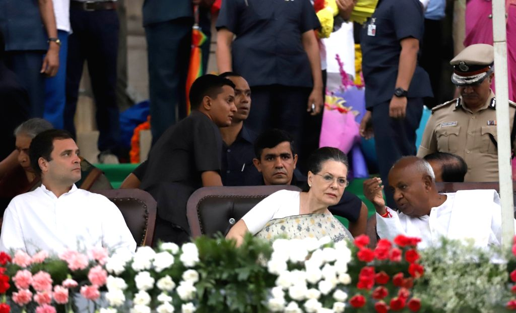 Congress leaders Rahul Gandhi and Sonia Gandhi with JD-S chief H. D. Deve Gowda during the swearing-in ceremony of Karnataka Chief Minister H.D. Kumaraswamy, at Vidhana Soudha in Bengaluru ... - H., Rahul Gandhi and Sonia Gandhi