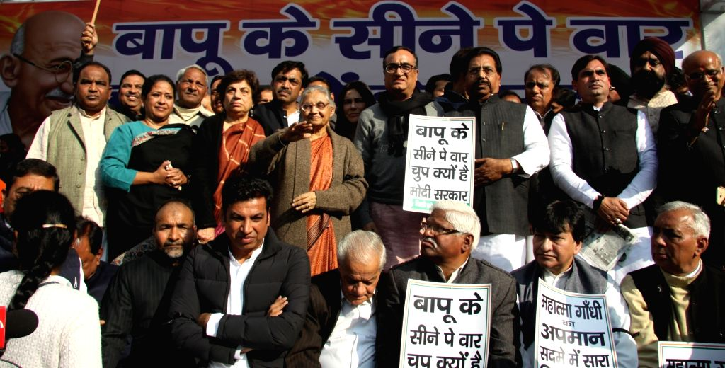Congress leaders Sheila Dikshit, Kiran Walia and Ajay Maken during a demonstration against the insult meted out to Mahatma Gandhi by activists of the Akhil Bharat Hindu Mahasabha (ABHM), ... - Sheila Dikshit and Nathuram Godse