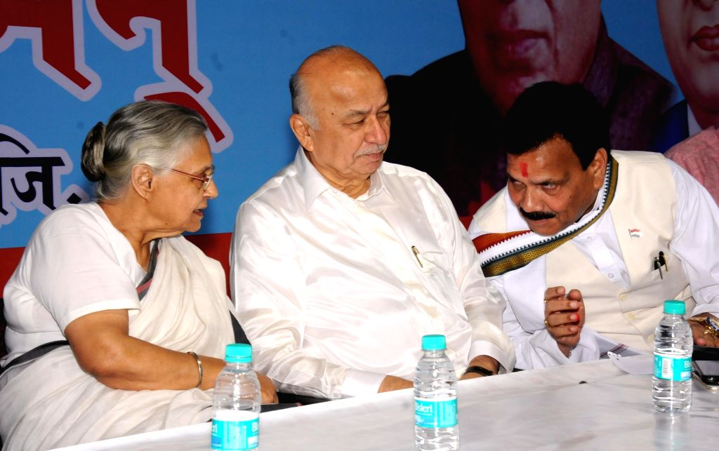 Congress leaders Shiela Dikshit and Sushil Kumar Shinde and National Commission for Schedule Castes (NCSC) vice-chairman Raj Kumar Verka during a programme organised to celebrate the 125th ... - Shiela Dikshit, Sushil Kumar Shinde and Kumar Verka