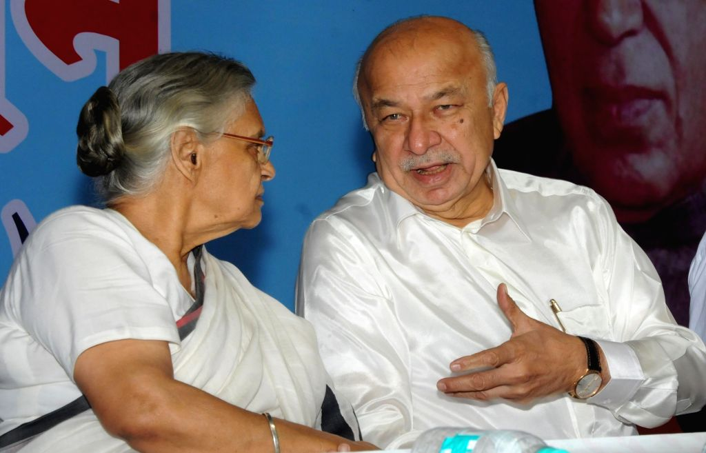 Congress leaders Shiela Dikshit and Sushil Kumar Shinde during a programme organised to celebrate the 125th Valmiki Jayanti in New Delhi, on Oct 24, 2015. - Shiela Dikshit and Sushil Kumar Shinde