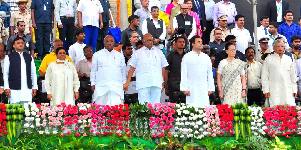 Congress leaders Sonia Gandhi, Rahul Gandhi, Mallikarjun Kharge with NCP chief Sharad Pawar, BSP chief Mayawati, Samajwadi Party chief Akhilesh Yadav and CPI-M General Secretary Sitaram ... - H., Sitaram Yechury, Sonia Gandhi, Rahul Gandhi and Akhilesh Yadav