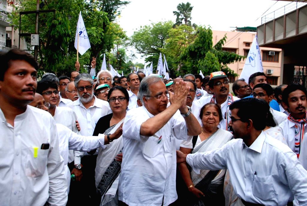 Congress Left alliance candidate of Bidhannagar constituency, Arunava Ghosh with lawyers take out a rally for Assembly election campaigning in Kolkata on April 18, 2016. - Arunava Ghosh
