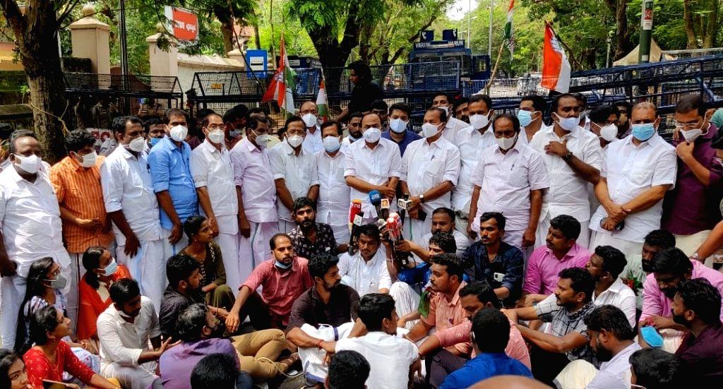 Congress legislators protests before Kerala Raj Bhavan against  custody of Priyanka Gandhi - Priyanka Gandhi