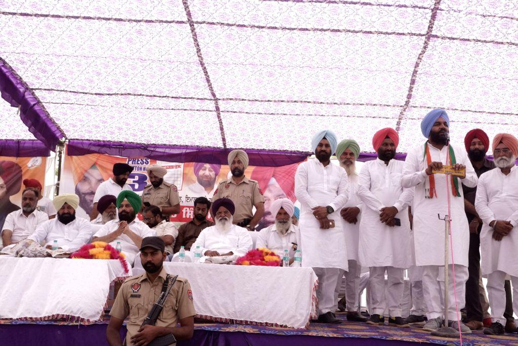 Congress' Lok Sabha candidate from Amritsar, Gurjeet Singh Aujla addresses a public rally ahead of the 2019 Lok Sabha elections, in Amritsar on May 11, 2019. - Gurjeet Singh Aujla