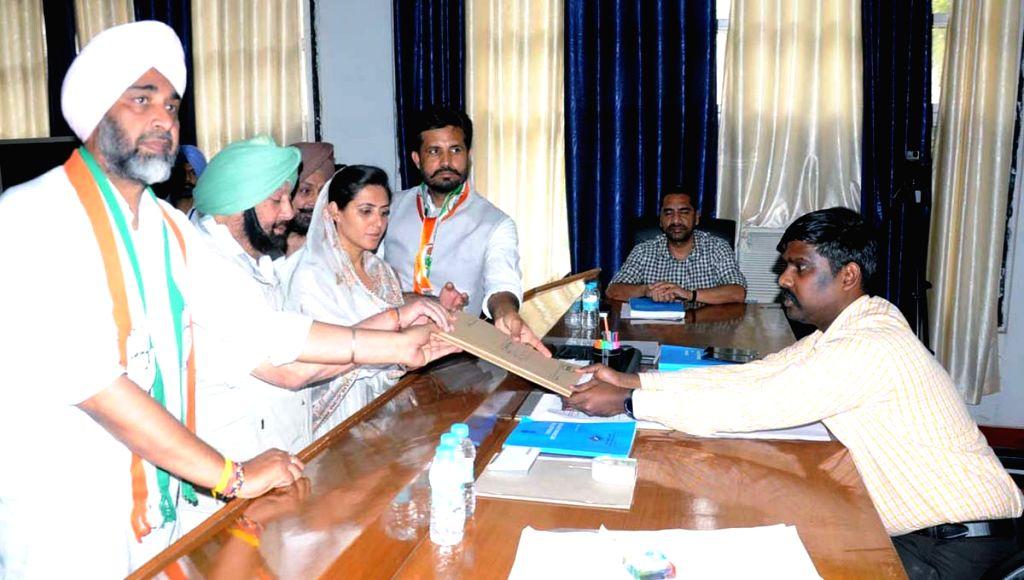 Congress Lok Sabha candidate from Bathinda, Amarinder Singh Raja accompanied by Punjab Chief Minister Amarinder Singh and Finance Minister Manpreet Singh Badal, files his nomination for the ... - Amarinder Singh Raja and Manpreet Singh Badal