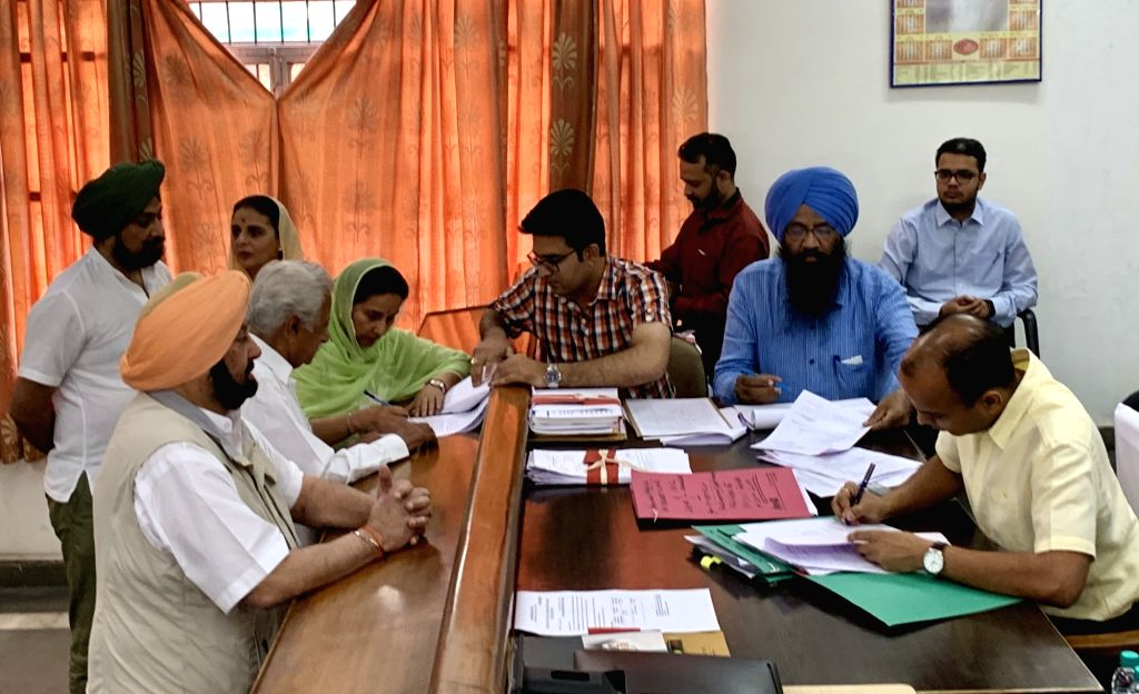 Congress' Lok Sabha candidate from Patiala, Preneet Kaur accompanied by her husband and Punjab Chief Minister Captain Amarinder Singh, files her nomination for the forthcoming Lok Sabha ... - Captain Amarinder Singh and Preneet Kaur