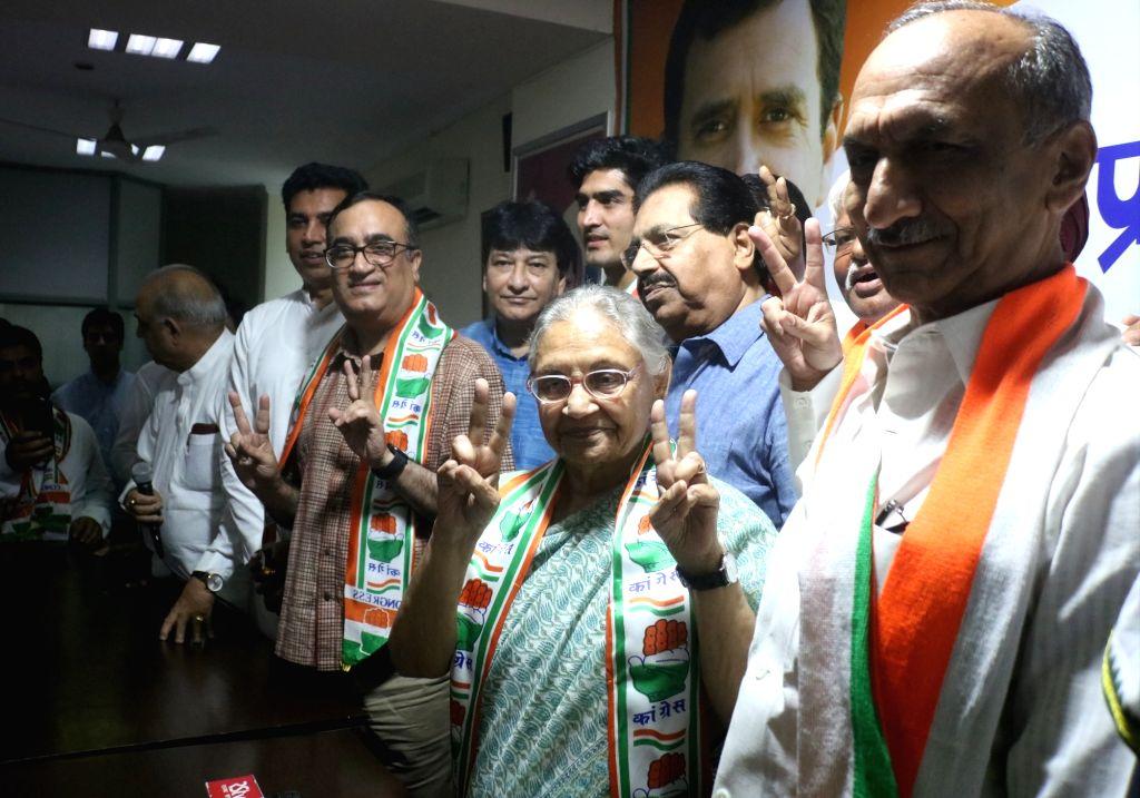 Congress' Lok Sabha candidates from Delhi - Sheila Dixit (North East Delhi), Ajay Maken (New Delhi), Vijender Singh (South Delhi) and Jai Parkash Aggarwal (Chandni Chowk) during a press ... - Sheila Dixit and Vijender Singh