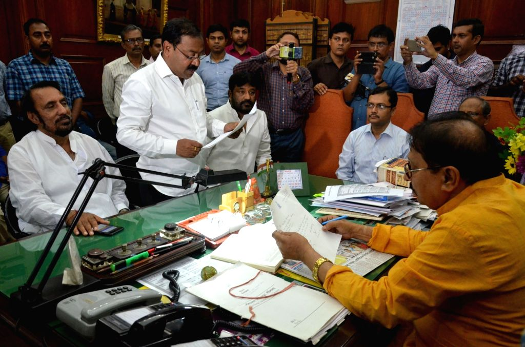 Congress MLAs Abu Taher Khan, Kanailal Agarwal and Apurba Sarkar submit their resignations to West Bengal Assembly Speaker Biman Banerjee in Kolkata, on March 14, 2019. - Biman Banerjee and Abu Taher Khan
