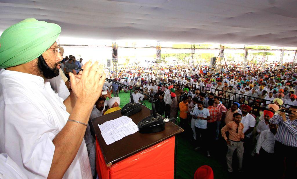 Congress MP Capt Amarinder Singh during a programme on the occasion of 69th ``Independence Day`` celebration at Isru village in Khanna, Punjab, on Aug 15, 2015. - Capt Amarinder Singh
