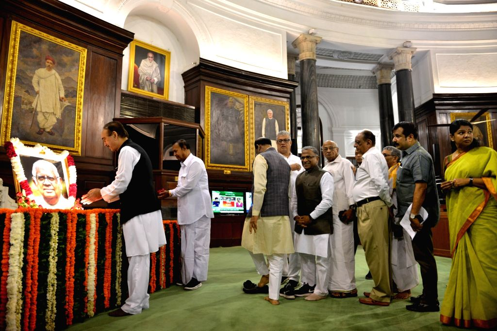 Congress MP Ghulam Nabi Azad pays tributes to Former Lok Sabha Speaker Somnath Chatterjee on his birth anniversary, at Parliament House in New Delhi on July 25, 2019. Also seen Lok Sabha ... - Somnath Chatterjee and Harivansh Narayan Singh