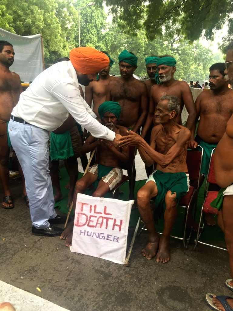 Congress MP Gurjeet Singh Aujla meets drought affected farmers from Tamil Nadu who have been protesting with human skulls at Jantar Mantar in New Delhi on Aug 10, 2017. - Gurjeet Singh Aujla