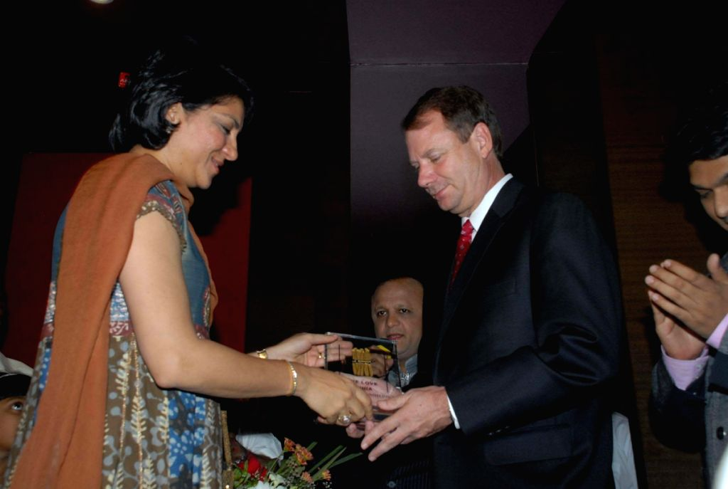 """Congress MP Priya Dutt honouring a member of Oscar award-winning film """"Slumdog Millionaire"""" at an event hosted by politician Asif Bhamla's organisation Love India. The event was held in"""