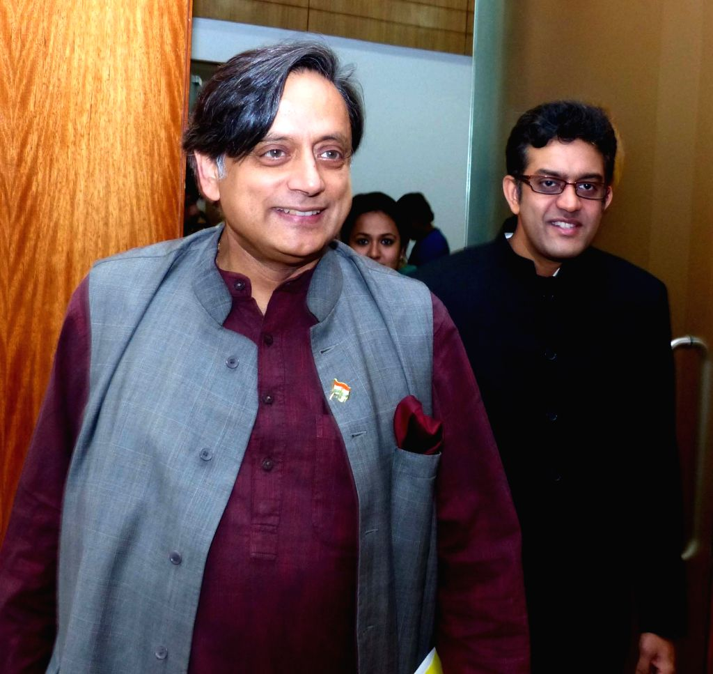 """Congress MP Shashi Tharoor arrives to attend """"Thought Leadership Lectures"""" at Symbiosis School of Media and Communication (SSMC) in Bengaluru, on Sept 25, 2016. - Shashi Tharoor"""