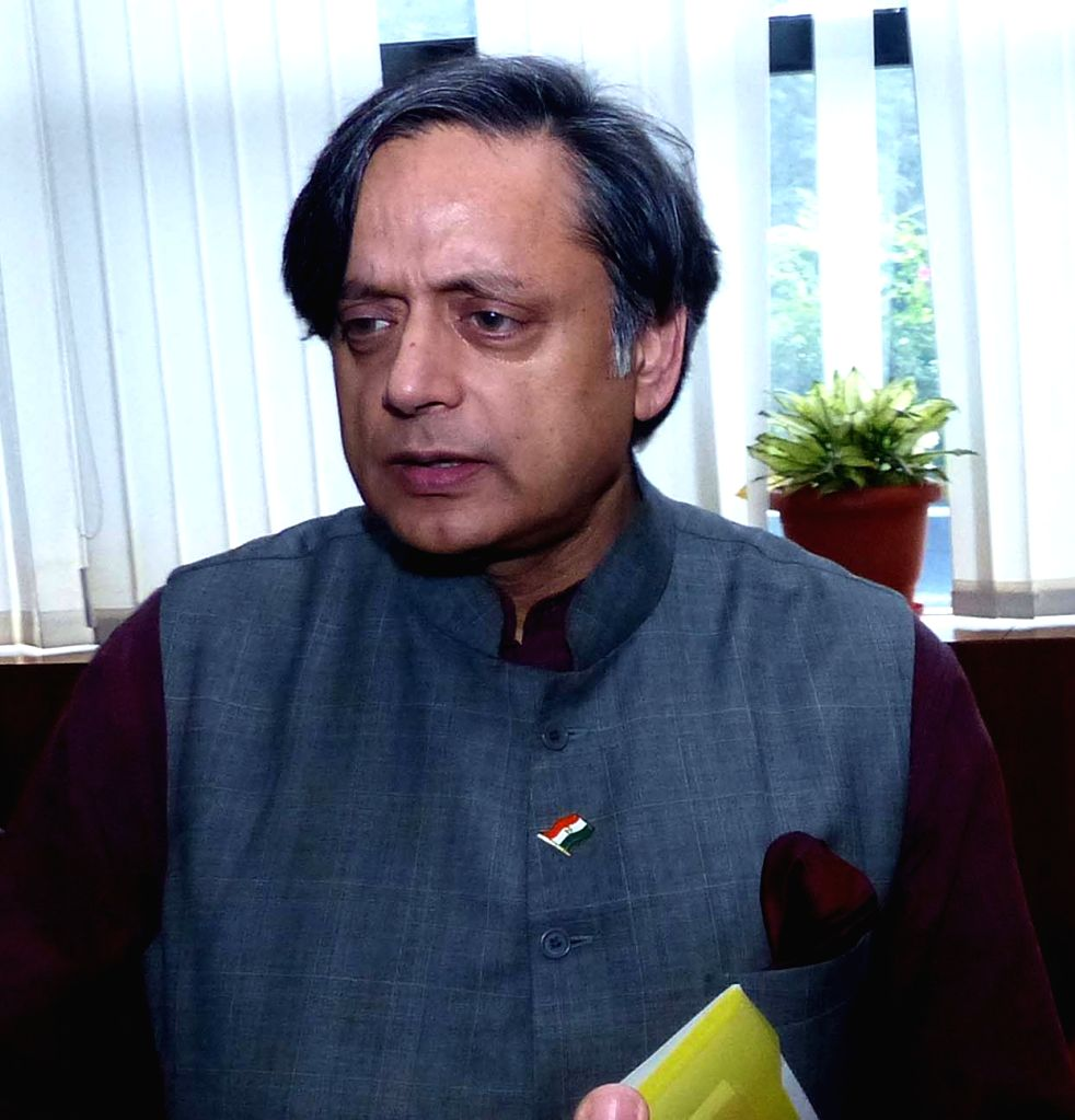 """Congress MP Shashi Tharoor during  """"Thought Leadership Lectures"""" at Symbiosis School of Media and Communication (SSMC) in Bengaluru, on Sept 25, 2016. - Shashi Tharoor"""