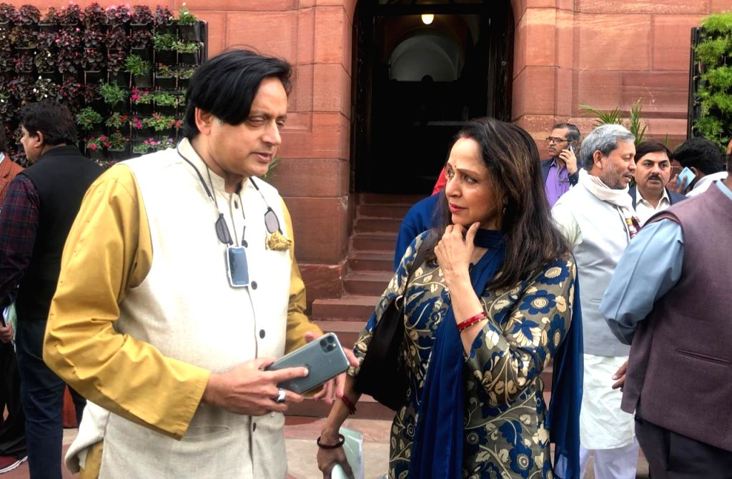 Budget Session Shashi Tharoor Hema Malini At Parliament