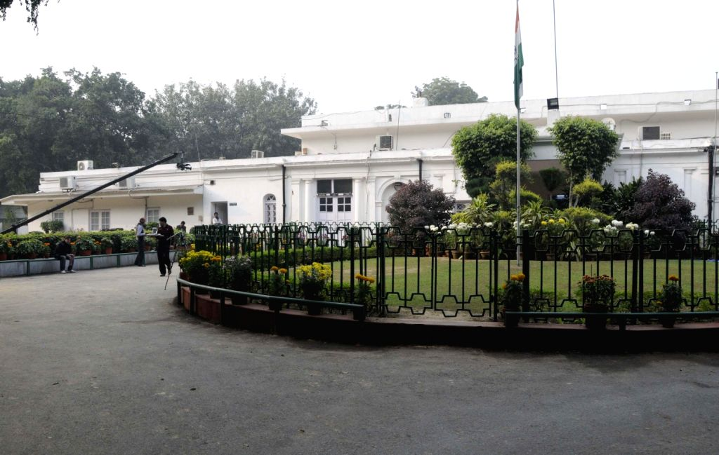 Congress office wears a deserted look after Delhi Assembly Poll results were declared in New Delhi on Dec.8, 2013.