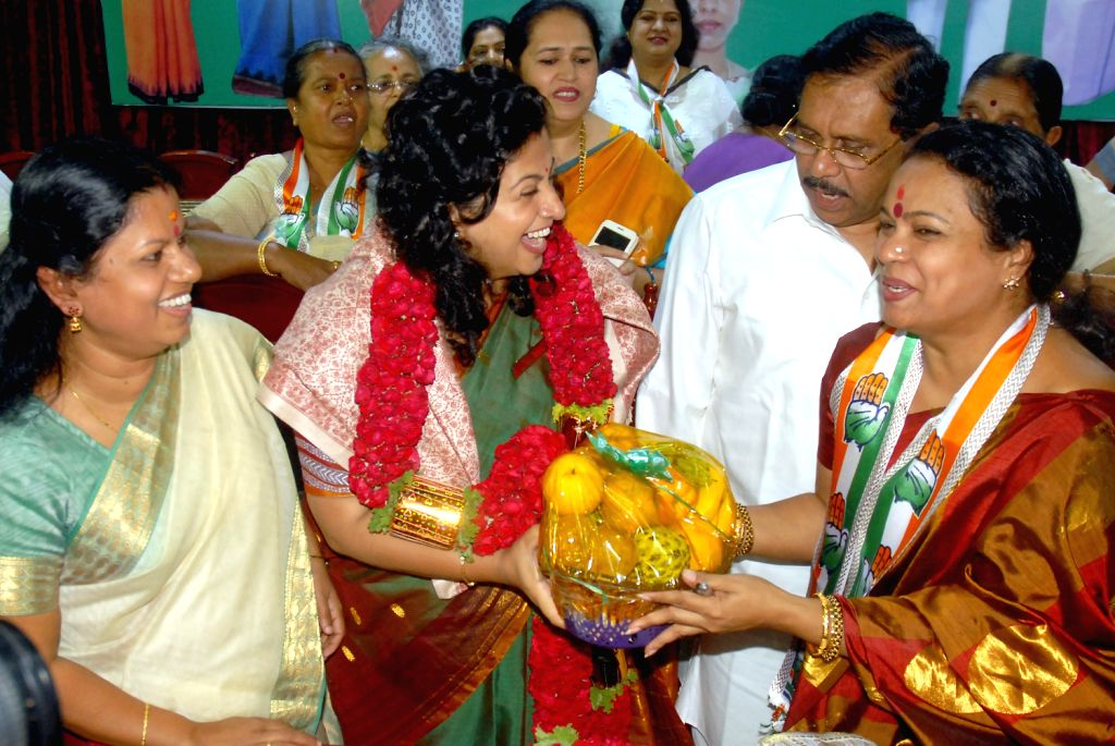 Congress President for Karnataka G. Parameshwara, All-India Mahila Congress president Shobha Oza, Mahila Congress Samiti's Vice-president Bindu Krishna during state Mahila Congress Executive ...