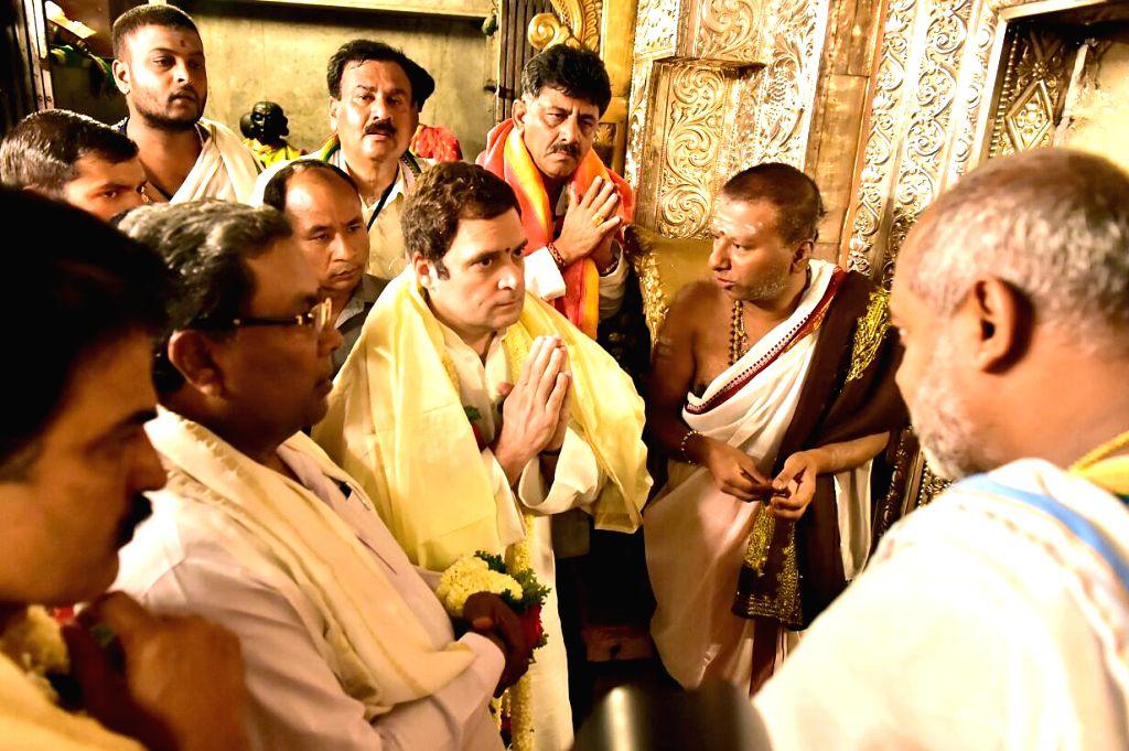 Congress President Rahul Gandhi along with Karnataka Chief Minister Siddaramaiah and party's state in-charge K C Venugopal, visits Chamundeshwari Temple during Jan Ashirwad Yatra in Mysuru on ... - Siddaramaiah and Rahul Gandhi