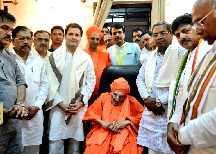 "Congress President Rahul Gandhi along with other leaders of the party, meets Siddaganga Mutt chief pontiff Shivakumara Swamiji during ""Janashirvada Rally"" in Karnataka's Tumkur on April ... - Rahul Gandhi"