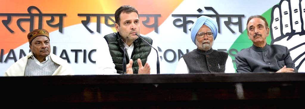 Congress President Rahul Gandhi along with party leaders Manmohan Singh, Ghulam Nabi Azad and A.K. Antony addresses a press conference in New Delhi, on Feb 15, 2019. - Rahul Gandhi and Manmohan Singh