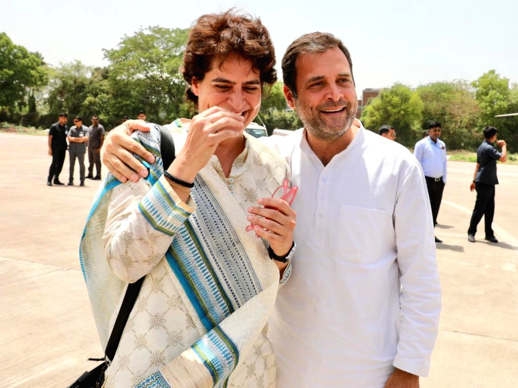 Congress President Rahul Gandhi and his sister Priyanka Gandhi Vadra share a light moment at the Kanpur Airport, on April 27, 2019. - Rahul Gandhi and Priyanka Gandhi Vadra