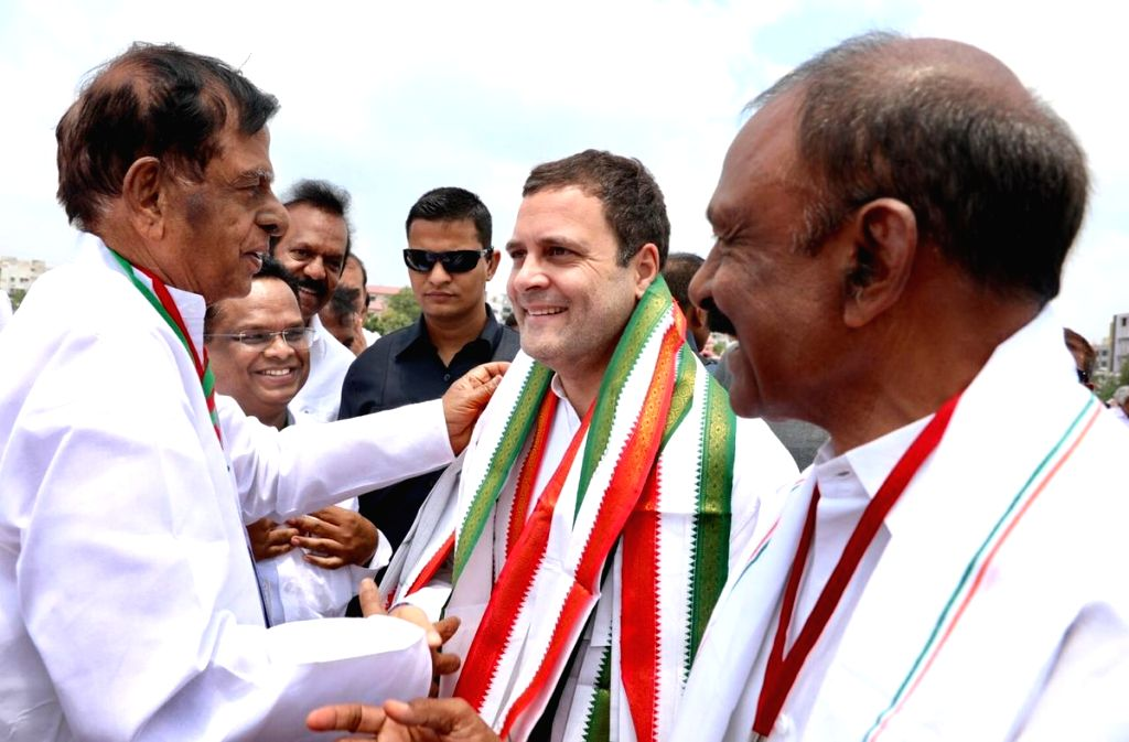 Congress President Rahul Gandhi being received by party workers on his arrival in Kurnool, Andhra Pradesh on Sept 18, 2018. - Rahul Gandhi