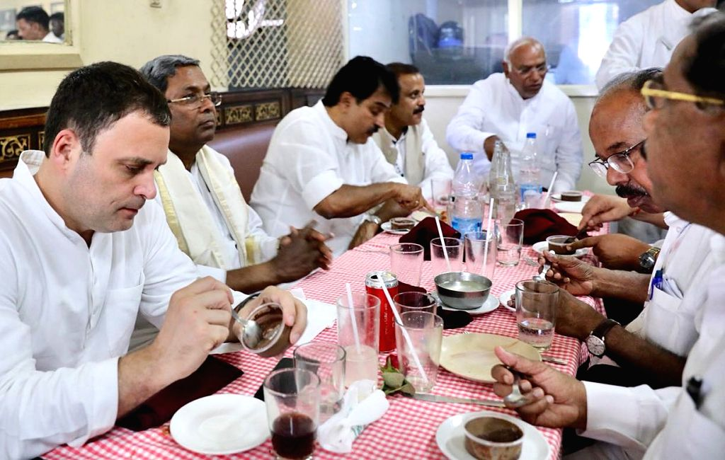 Congress President Rahul Gandhi eats snacks with Karnataka Chief Minister Siddaramaiah and other party leaders in Bengaluru, on April 8, 2018. - Siddaramaiah and Rahul Gandhi