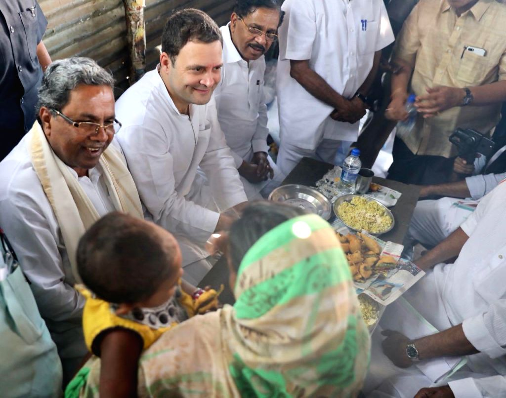 Congress President Rahul Gandhi enjoys pakodas with Karnataka Chief Minister Siddaramaiah and other party leaders during the third day of 'Jana Aashirwada Yatre' rally in Kushtagi of ... - Siddaramaiah and Rahul Gandhi