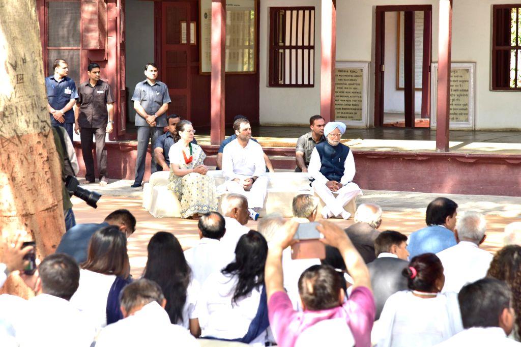 Congress President Rahul Gandhi, Former Prime Minister Manmohan Singh and UPA chairperson Sonia Gandhi attend prayer meeting at Gandhi Ashram, Sabarmati, in Ahmedabad, on March 12, 2019. - Manmohan Singh, Rahul Gandhi and Sonia Gandhi