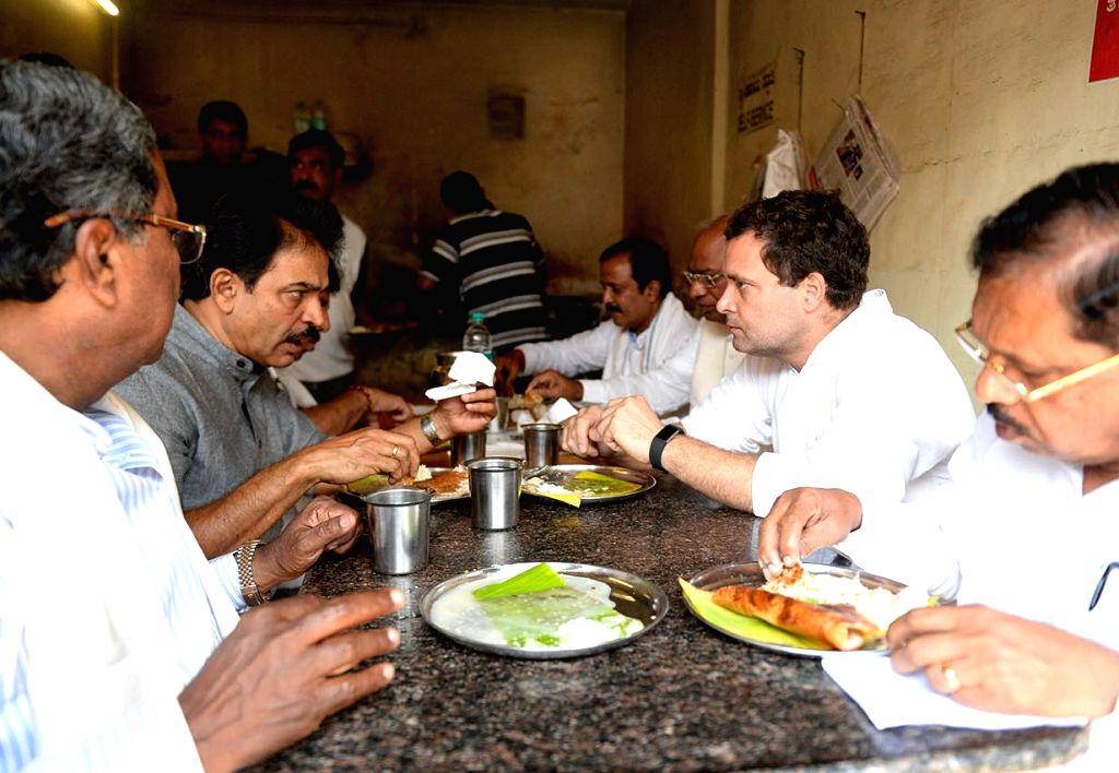 "Congress President Rahul Gandhi lunches with Karnataka Chief Minister Siddaramaiah, state party chief G.Parameshwar Reddy and other leaders during ""Janashirvada Rally"" in ... - Siddaramaiah, Rahul Gandhi and Parameshwar Reddy"