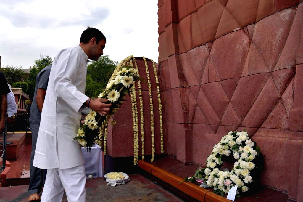 Congress President Rahul Gandhi pays homage to martyrs of the Jallianwala Bagh massacre at Jallianwala Bagh in Amritsa, on April 13, 2019. - Rahul Gandhi